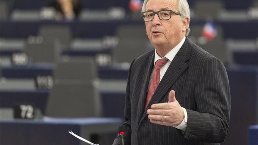 Juncker quiere una cumbre europea extraordinaria sobre los refugiados, según un diario