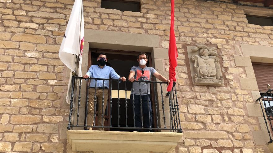El director general de Administración Local y Despoblación, Jesús Mari Rodríguez, y el alcalde de Armañanzas, David Pérez de Albeniz