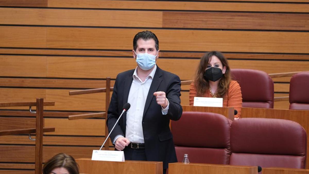Luis Tudanca, líder del PSOE, en las Cortes de Castilla y León en una imagen de archivo.