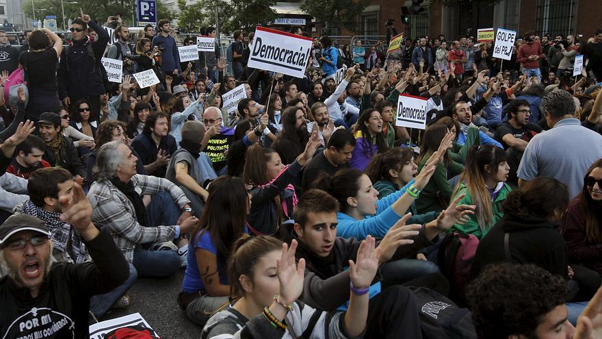 Más de un millar de personas se concentran cerca del Congreso y cortan el tráfico