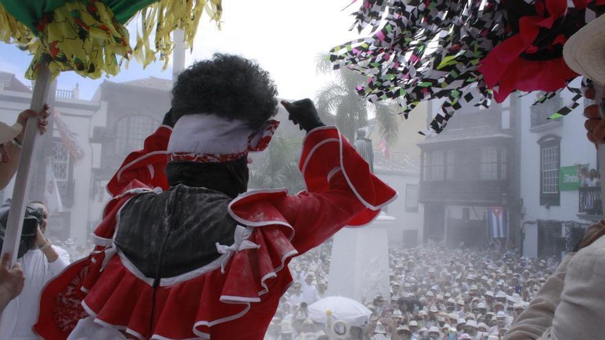 La Negra Tomasa aclamada en la plaza de España.