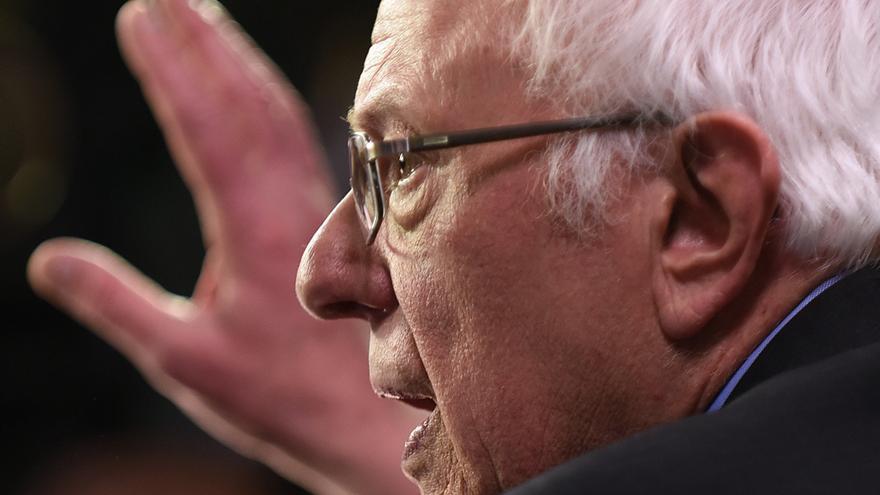 Bernie Sanders interviene en el debate de este martes en Carolina del Sur.