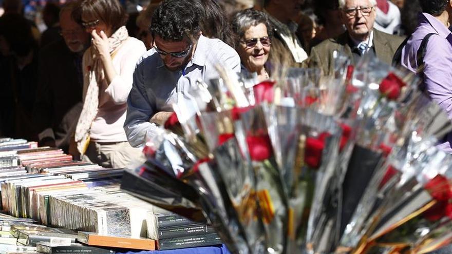 Floristas prevén repetir los 6 millones de rosas vendidas el pasado año en Sant Jordi