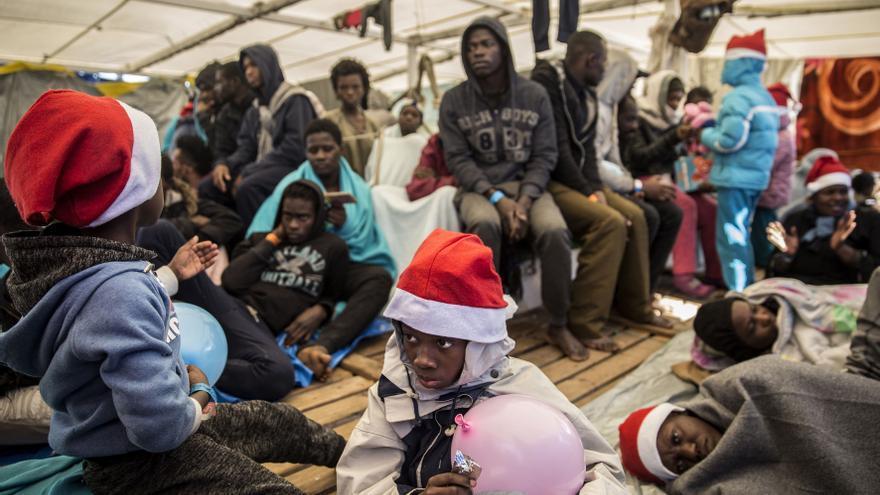 Los menores a bordo del Open Arms tras celebrar el 'Tió de Nadal'.