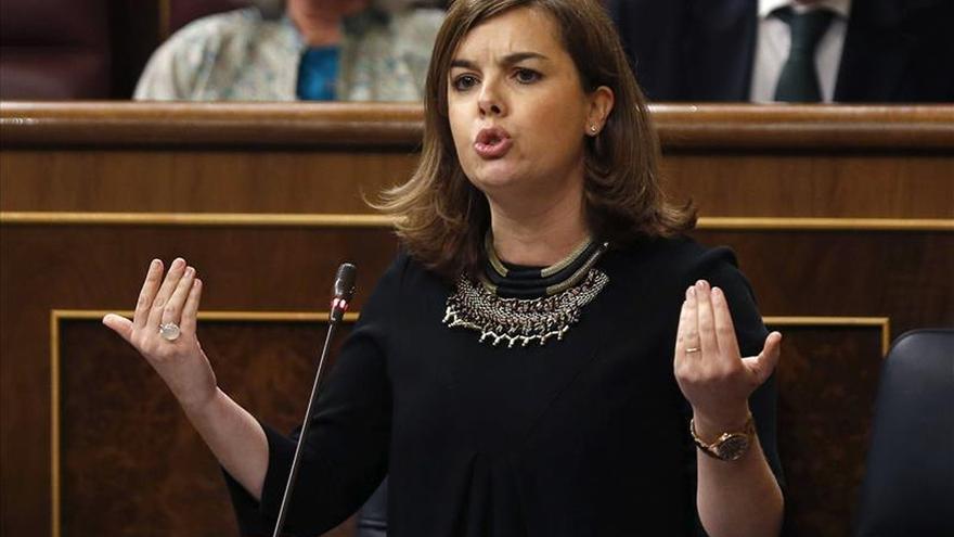Sáenz de Santamaría dice que el Gobierno hizo la amnistía aplicando la ley