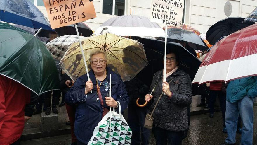 Manifestación contra el Gobierno por las pensiones ante el Congreso de los Diputados