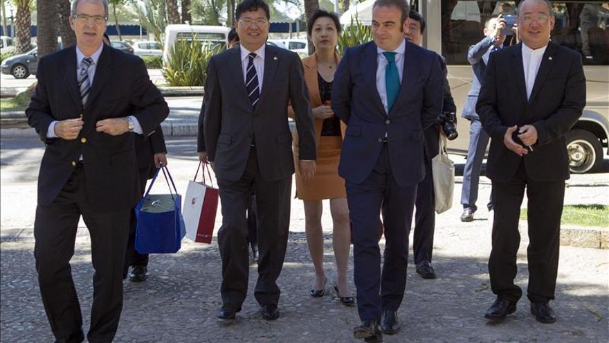 Bauzá invita a la primera empresa inmobiliaria china a realizar inversiones