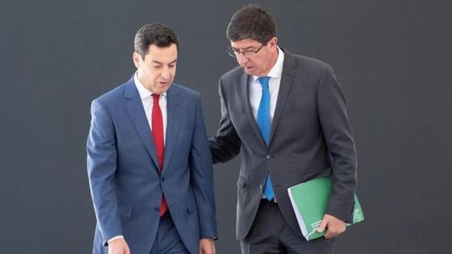 El presidente Juanma Moreno (PP) junto al vicepresidente Juan Marín (Ciudadanos).