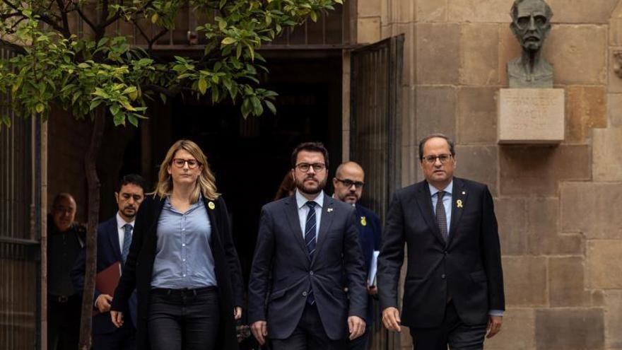 Artadi, Aragonès y Torra, camino a una reunión del Consell Executiu