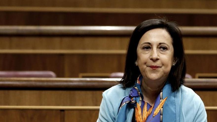 """Heredia pide disculpas a Margarita Robles, que las acepta """"en lo personal"""""""