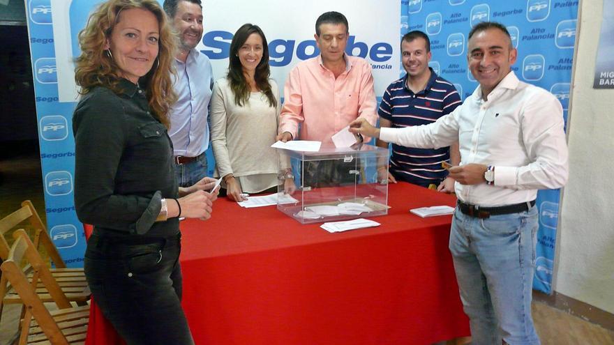 Miguel Barrachina vota en las elecciones primarias del PP de Castellón.