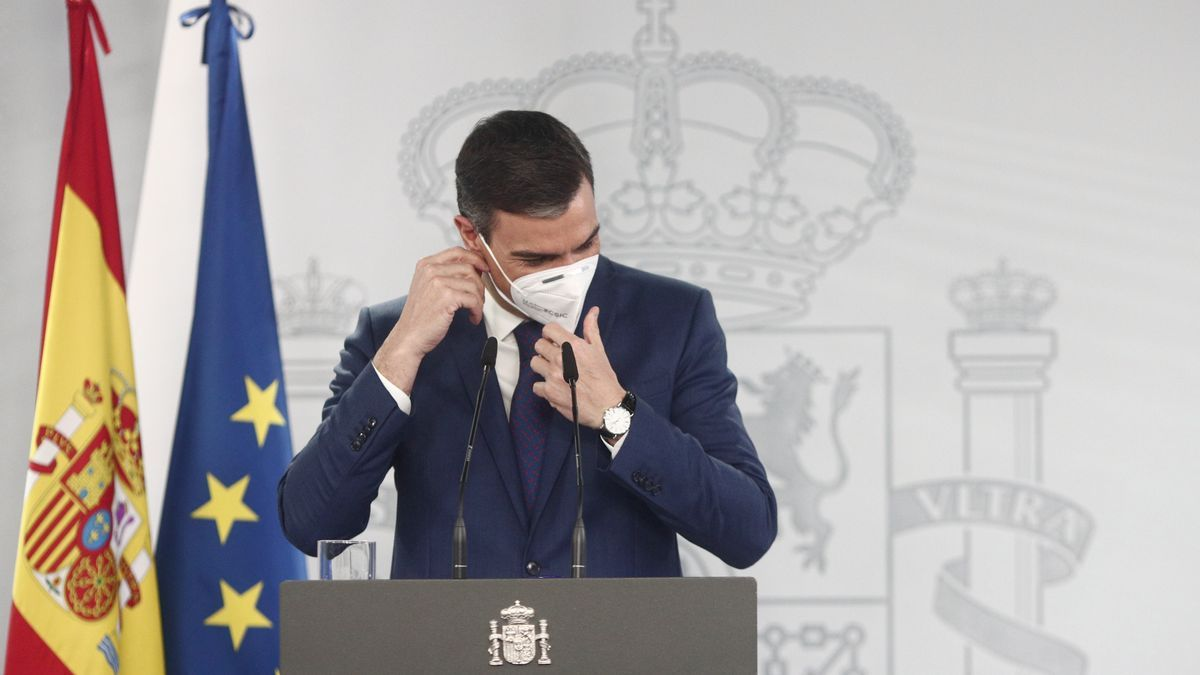 El presidente del Gobierno, Pedro Sánchez, a su llegada a una rueda de prensa en Moncloa, tras la celebración del Consejo de Ministros, a 6 de abril de 2021, en Madrid (España).