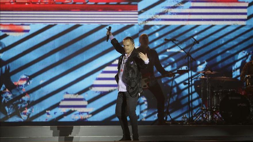 Miguel Bosé congrega a cerca de 100.000 mexicanos en un concierto gratuito
