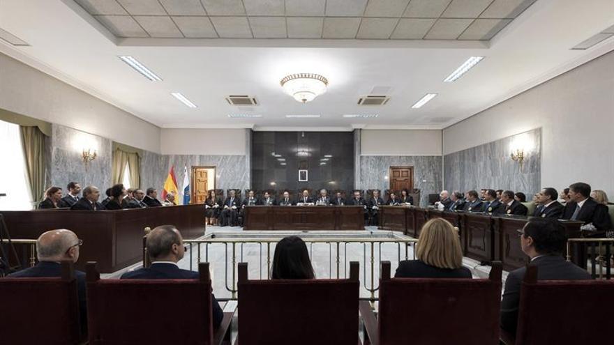 El presidente del Tribunal Superior de Justicia de Canarias Antonio Doreste, presidió el acto oficial de apertura del año judicial en las islas. EFE/Ángel Medina G.