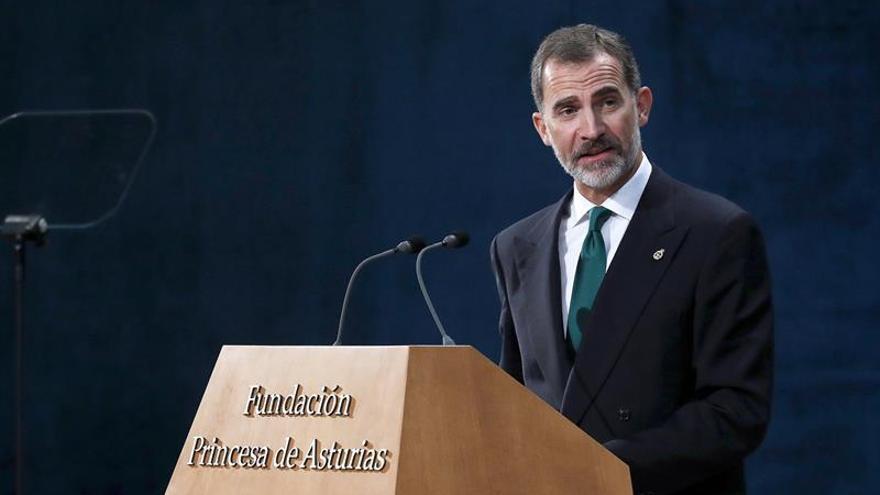 """Felipe VI garantiza que Cataluña """"es y será una parte esencial"""" de España"""