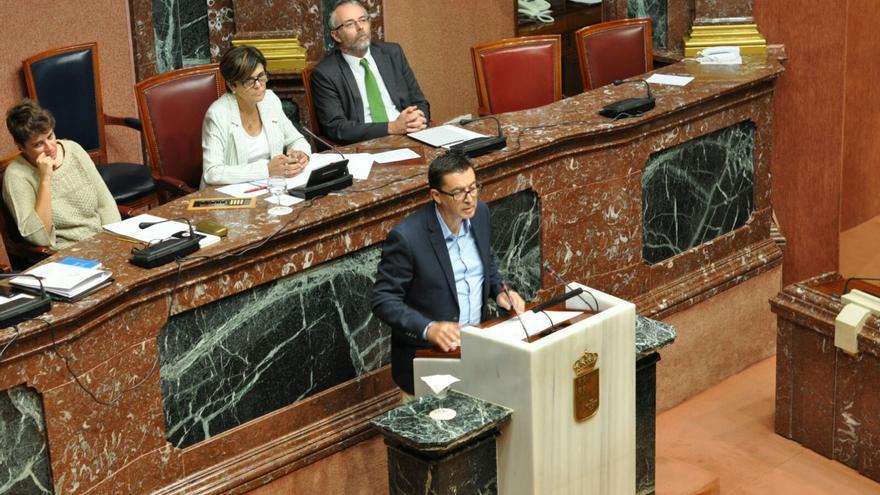 El diputado de C's  Juan José Molina interviene en la Asamblea Regional de Murcia