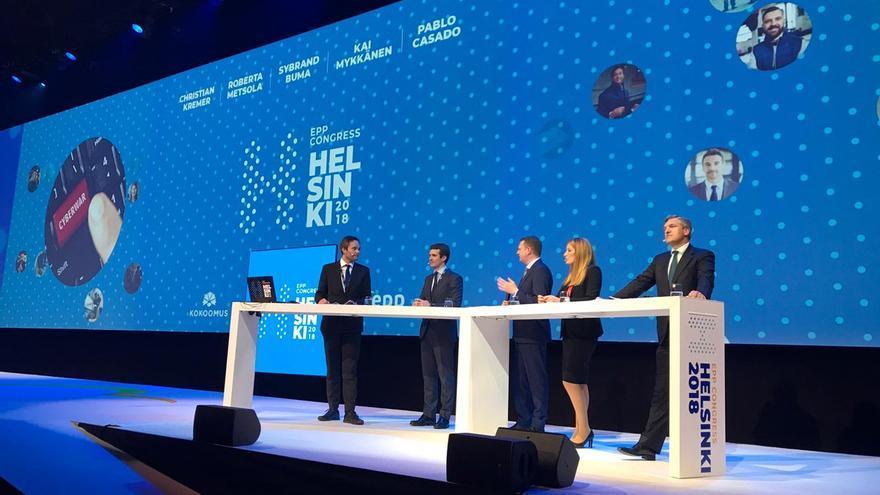Pablo Casado, en el ebate con Christian Kremer (vicesecretario general del PPE), Roberta Metsola (eurodiputada del Partido Nacionalista de Malta),  Sybrand Buma (líder de los democristianos holandeses) y Kai Mykkänen (ministro del Interior finlandés).