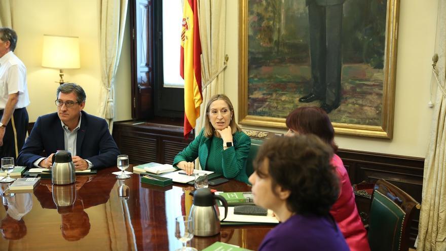Ciudadanos y Podemos censuran que CDC y PNV se llamen Grupo Catalán y Vasco en el Congreso, pero PP y PSOE lo avalan