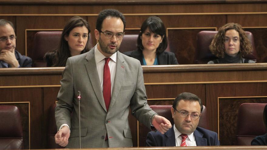 """El PSOE considera que Trillo dimite """"tarde y mal"""" y """"arrastrado"""", y le insta a """"pedir perdón"""""""
