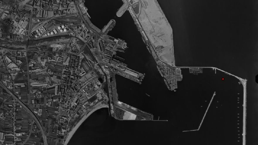El puerto de Valencia aún con la playa de Natzaret abajo en una imagen de 1983 del Instituto Cartográfico de Valencia