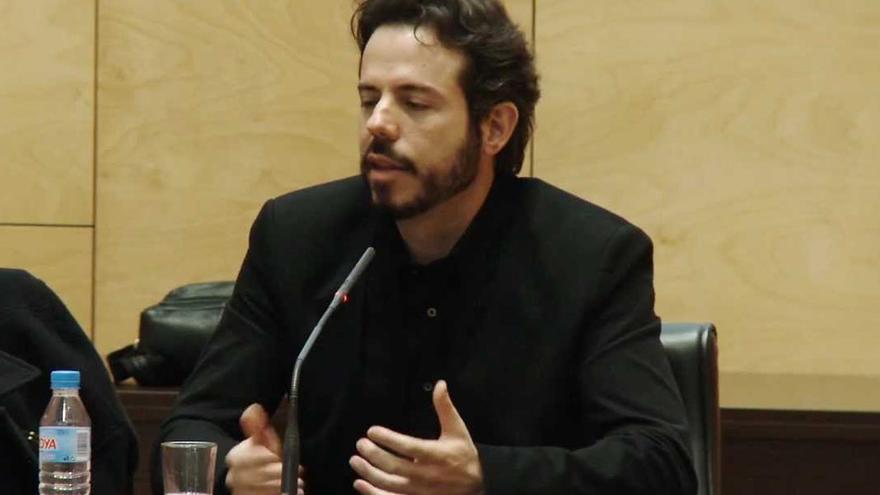 Vicente Luis Mora.