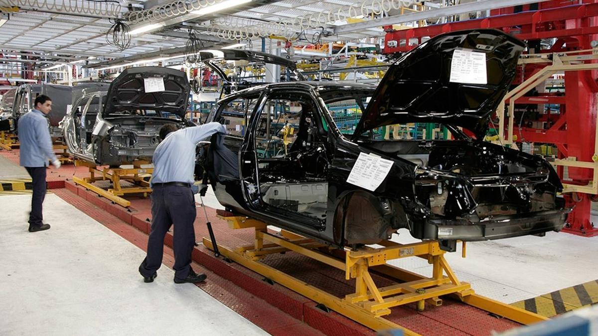 La industria automotriz intenta recuperar lo perdido.