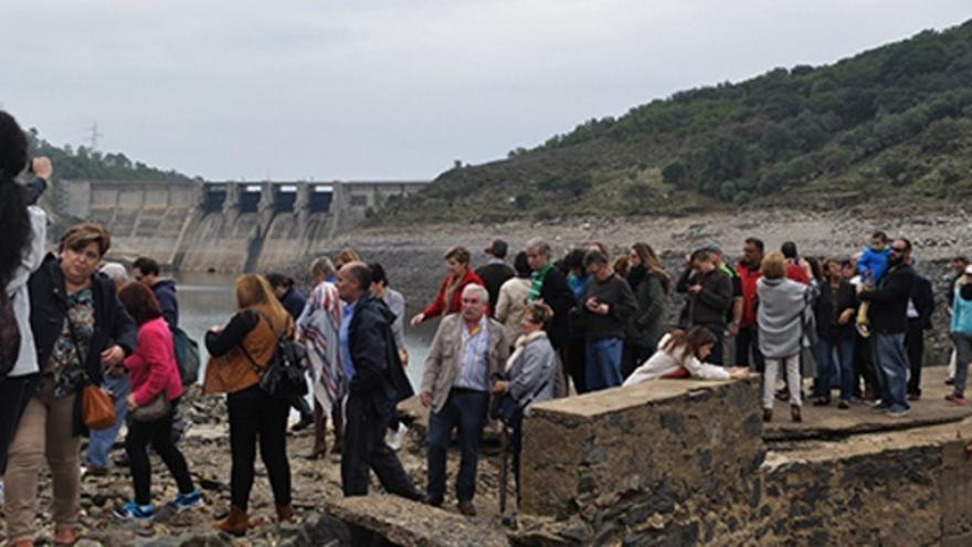A menos de cincuenta metros del mirador de la Tajadilla, una mañana del otoño de 1965, se vivió el mayor accidente laboral de la historia de España / http://www.magrama.gob.es/
