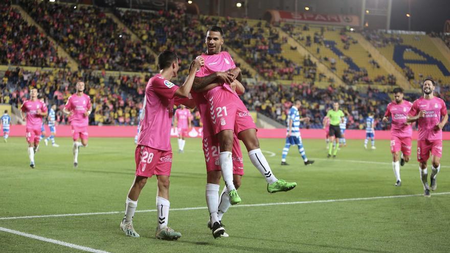 Viera, celebrando su último gol con la Unión Deportiva