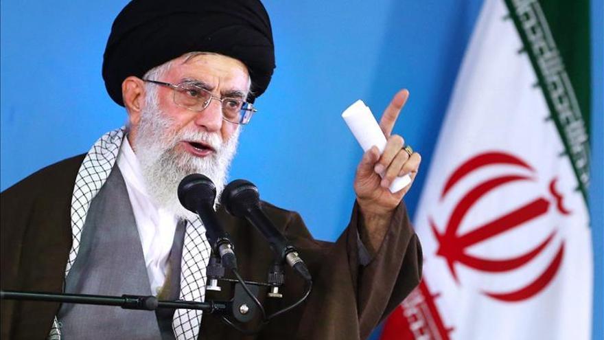 """El líder supremo iraní avisa de que su país no acepta """"negociar bajo amenazas"""""""
