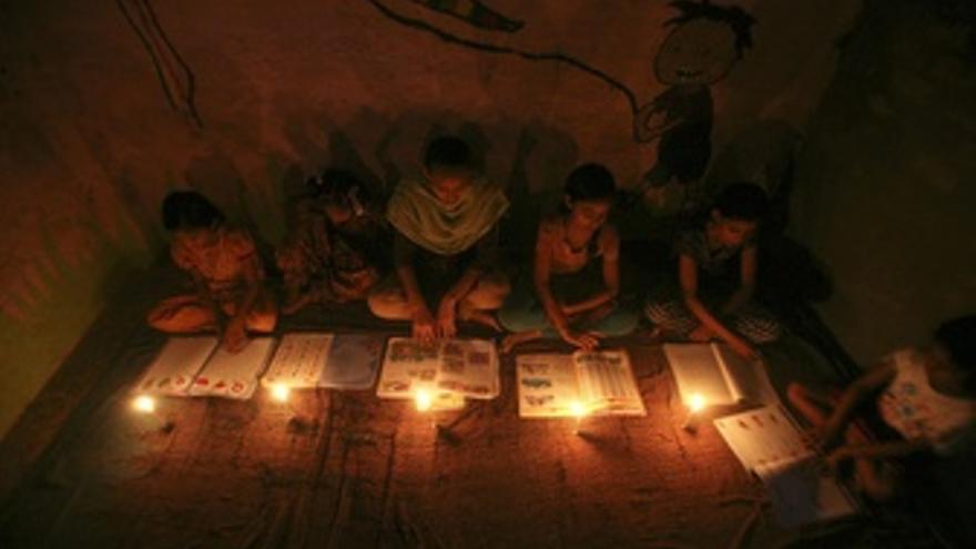 La mitad de la población de India se queda sin electricidad