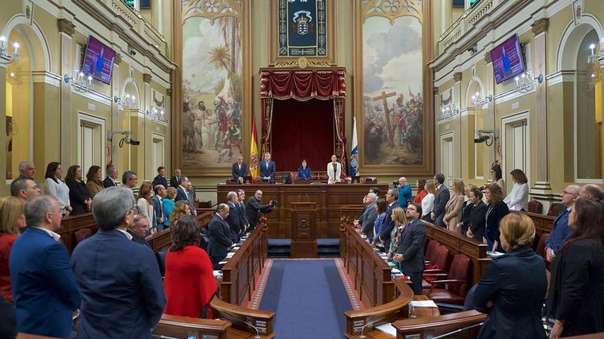 Minuto de silencio en el debate sobre el Estado de la Nacionalidad Canaria. (Flickr Parcan)