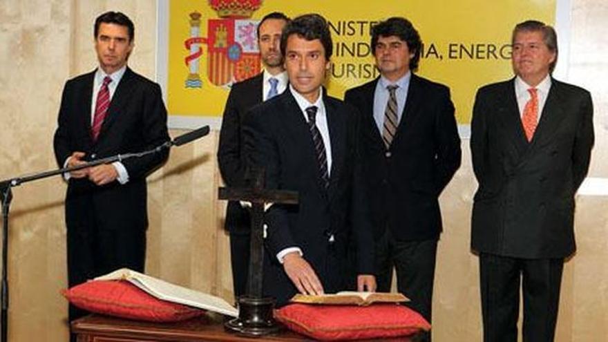 Enrique Hernández Bento jura su cargo en presencia de José Manuel Soria.
