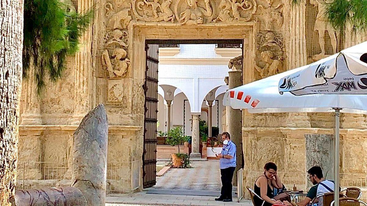 Puerta del Museo Arqueológico de Córdoba