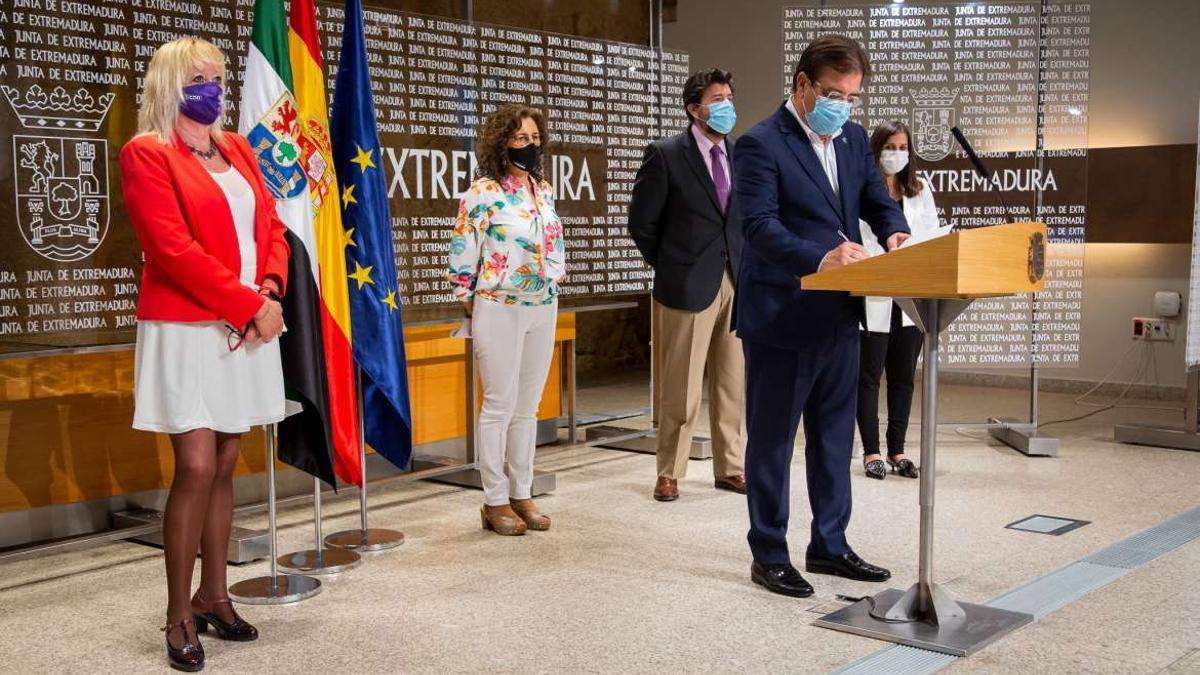 Junta de Extremadura, CCOO, UGT y CREEX han firmado este jueves el Pacto por la Igualdad de Género
