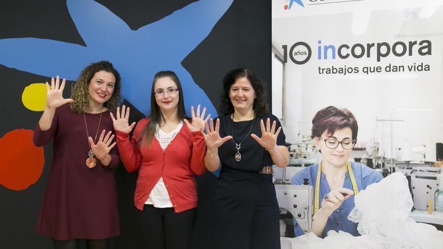 De izquierda a derecha, una usuaria del programa, una trabajadora del mismo y una entidad colaboradora