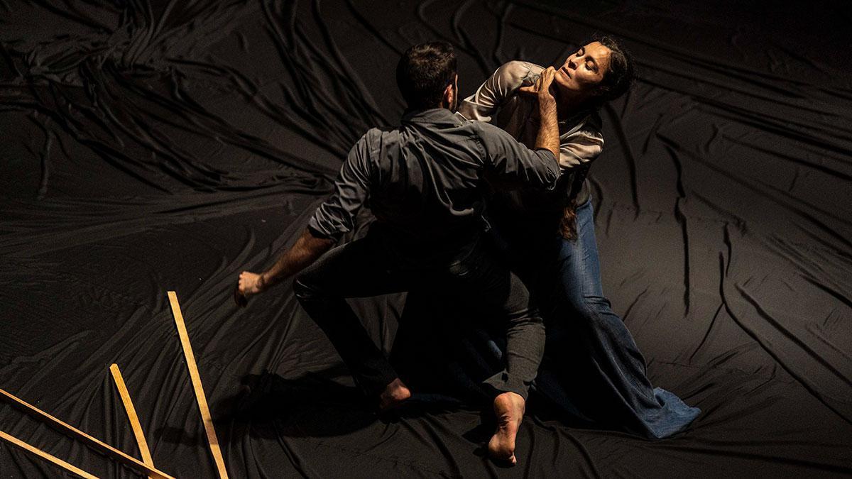 Espectáculo de danza 'La desnudez' en el Teatro Góngora