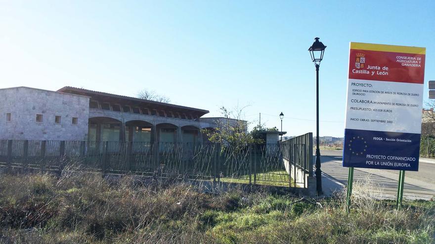 Edificio de la Estación de Avisos de Pedrosa de Duero (Burgos).