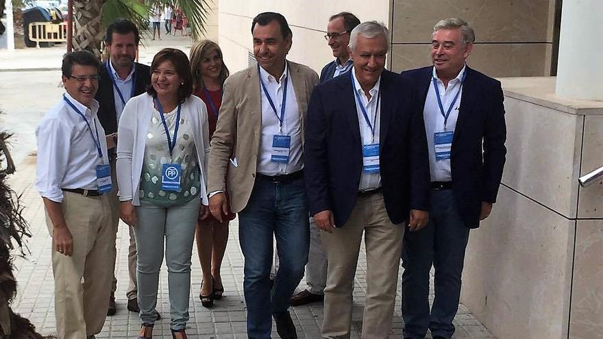 Fernando Martínez Maíllo junto a Javier Arenas e Isabel Bonig a su llegada a Alboraia
