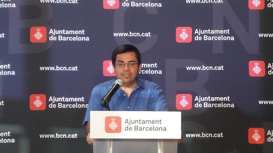Colau vuelve a pedir garantías a Puigdemont para ceder locales sin riesgos