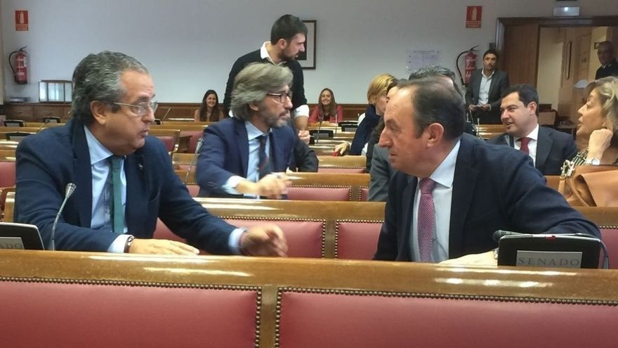 """Pedro Sanz alaba la trayectoria de Aznar pero dice que ahora es el tiempo de Rajoy: """"Lo demás es agua pasada"""""""