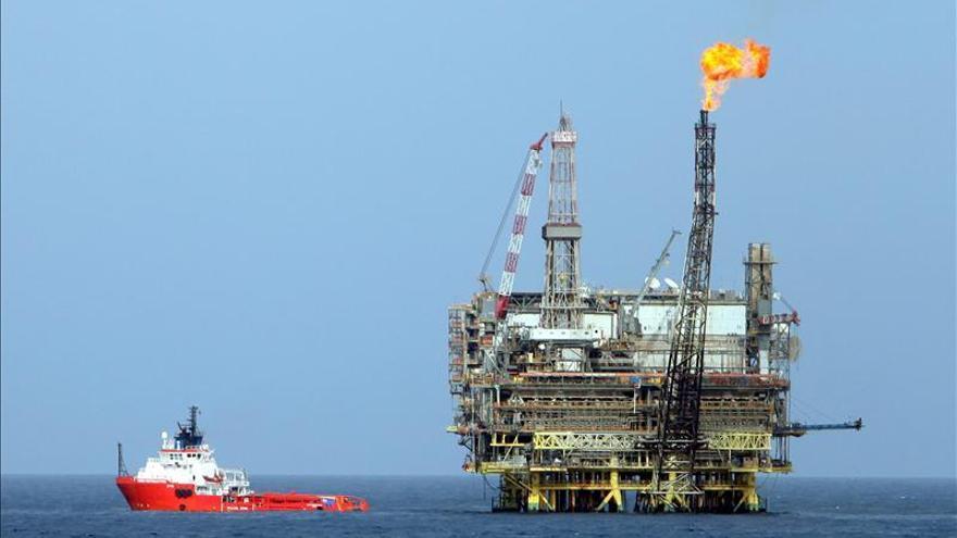 El Gobierno saliente libio reclama a los rivales de Tobruk que dejen de vender petróleo