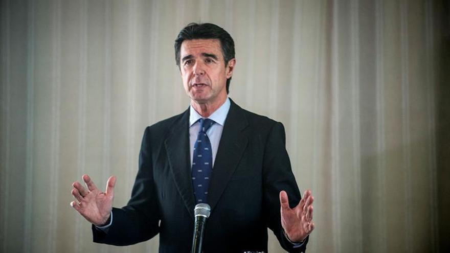 El ministro de Industria, Energía y Turismo en funciones, José Manuel Soria, durante la rueda de prensa ofrecida esta tarde en la capital de Lanzarote.