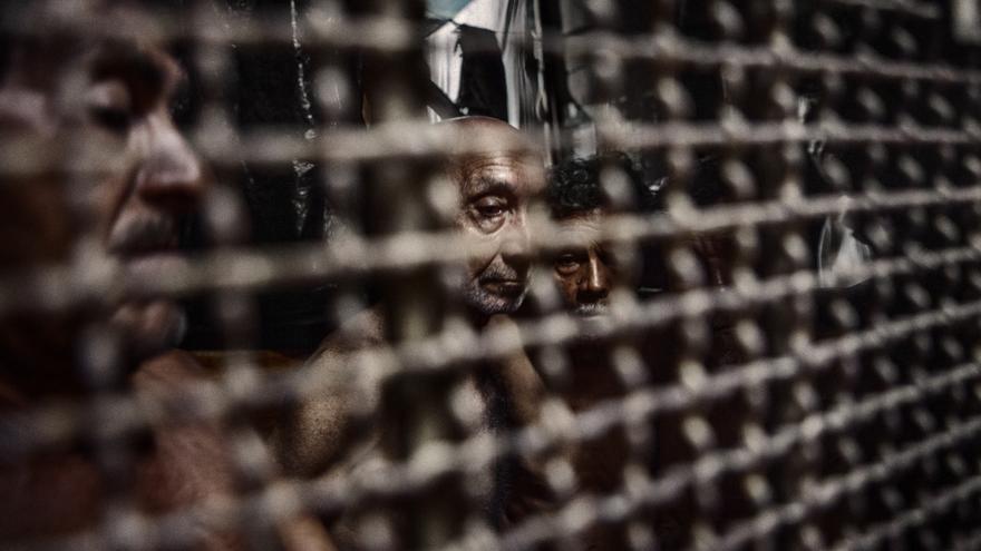 En El Salvador no existe límite de edad para permanecer en la cárcel. En la imagen, la galería reservada para los presos ancianos y enfermos en el sector 2 de la Penitenciaría de La Esperanza. / Pau Coll / RUIDO Photo.