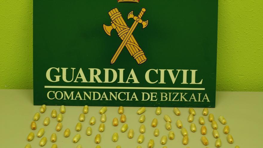 Guardia Civil detiene a un ciudadano de la República Checa que voló a Bilbao con 800 gramos de cocaína en su organismo
