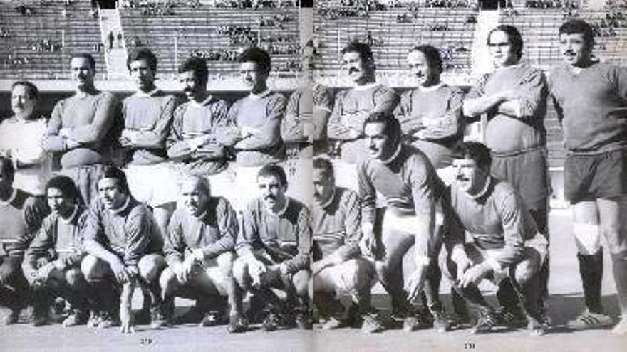 El equipo de fútbol del FLN argelino. Rachid Mekhloufi, segundo por la derecha en la fila de abajo