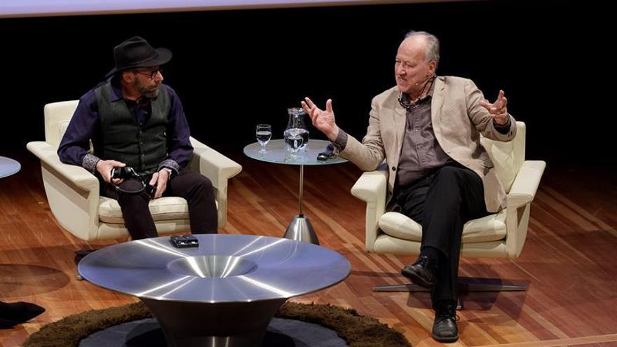 Werner Herzog, conocido director de cine y padre del nuevo cine alemán, junto al físico de EEUU Lawrence Krauss, este jueves