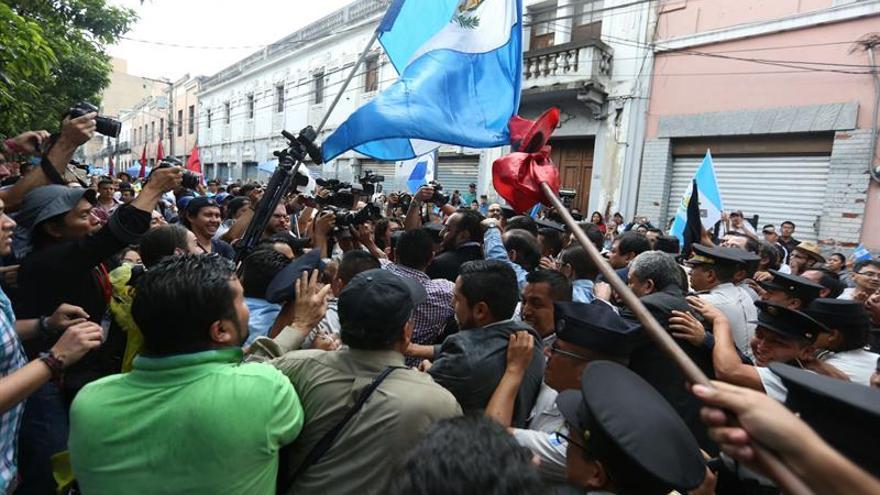 Los antimotines liberan el Congreso de Guatemala después de 7 horas de encierro