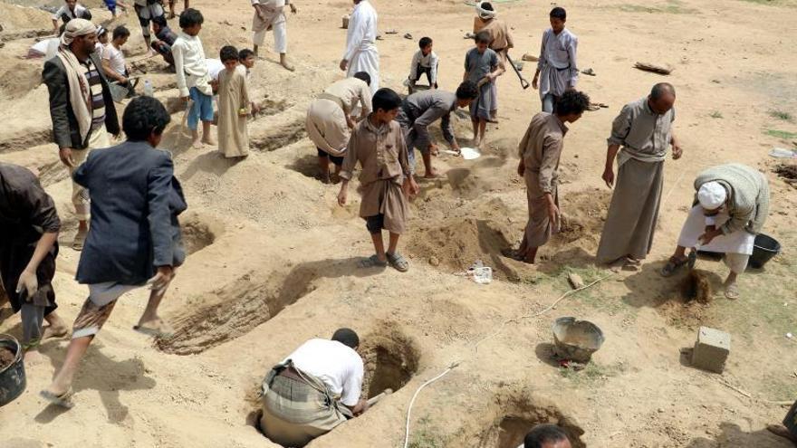 Los rebeldes hutíes afirman que 40 niños murieron en el bombardeo en el norte del Yemen