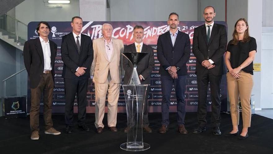 De izquierda a derecha: Gerard Freixa, Juan Ramón Marrero, Emiliano Rodríguez, Ángel Victor Torres, Víctor Luengo, Carlos Jiménez y Leonor Rodríguez. EFE/Ángel Medina G.