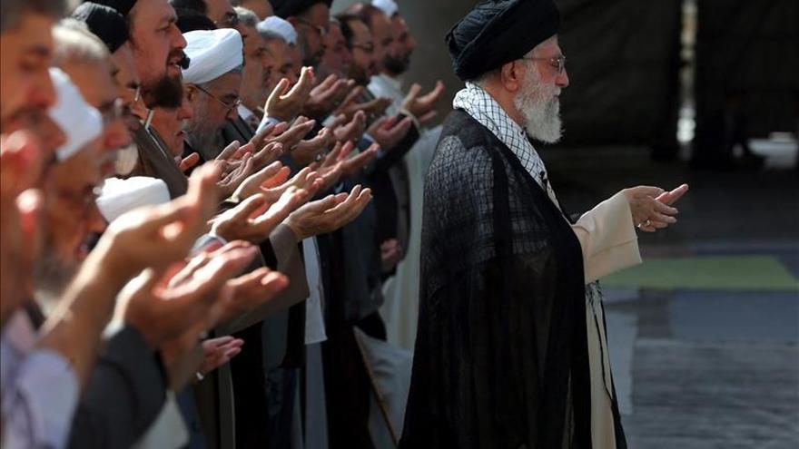 """Jameneí dice que Occidente no ha podido en Viena """"poner de rodillas a Irán"""""""